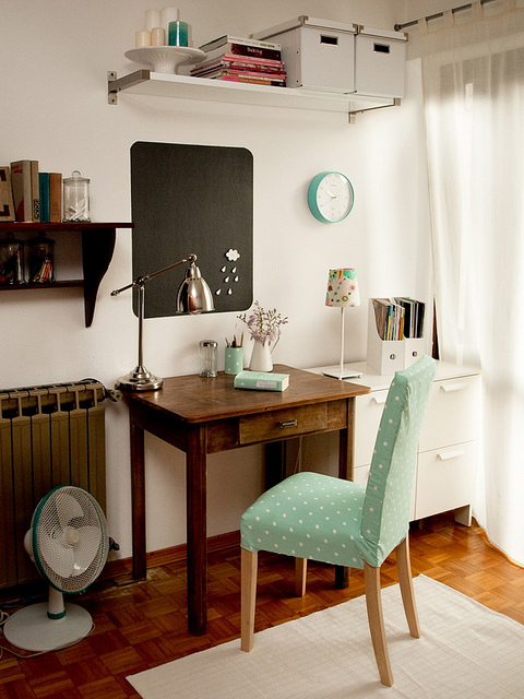 Pequenos cantos de trabalho - Angolo studio in camera da letto ...