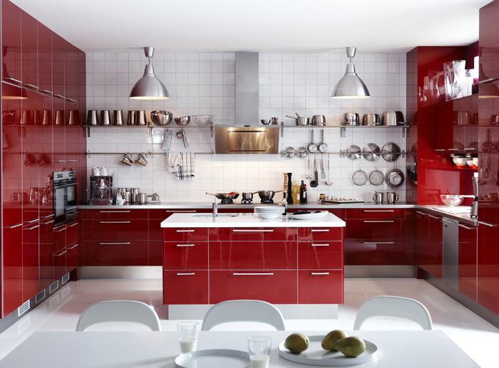 Yemek odasında kırmızı-beyaz dekorasyon: kırmızı rengin iştah