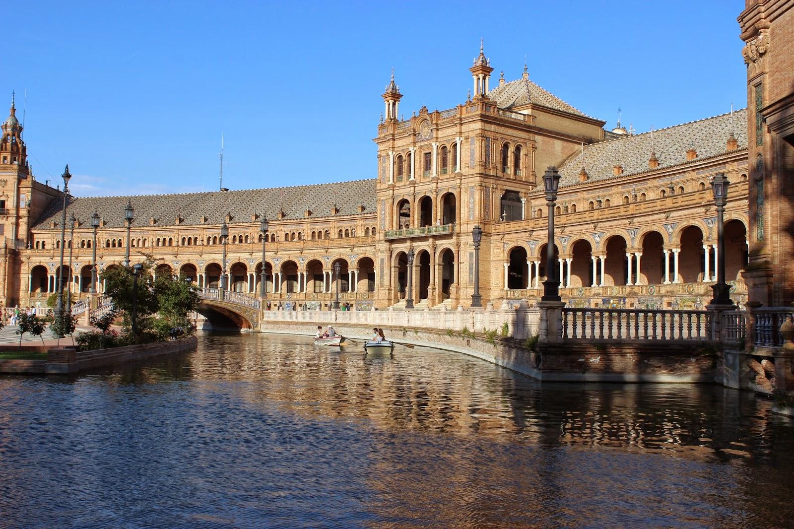 La plaza de espagna seville