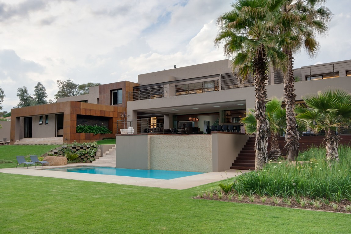 Loveisspeed house sedibe was completed by nico van for Amazing house pictures