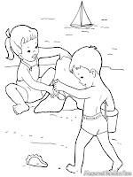 Belajar Membuat Rumah Pasir Dibantu Oleh Kakak