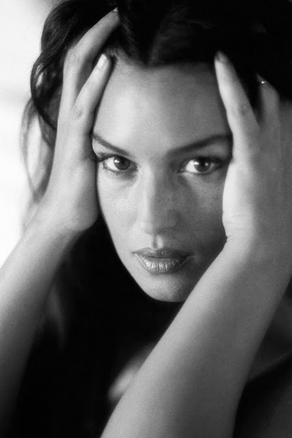 Monica Bellucci Black-White Modeling Photos
