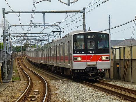 各停 横浜行き 新7000系赤塗装7755F