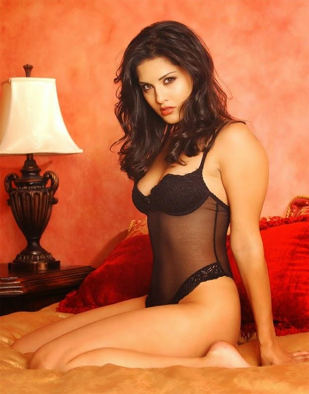 Sunny Leone on bed sexy mood black underwear panty black bra bikini nude pics