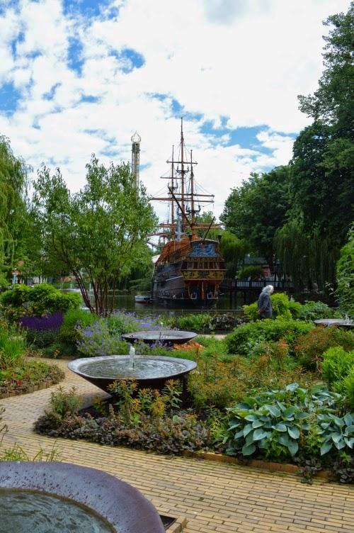 Tivoli, Copenhagen, amusement park, Denmark, Dánsko, zábavní park, pouť, pirate ship