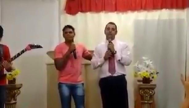 Depois de dizer que vai abandonar carreira, Moreno canta em Igreja evangélica.