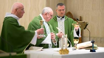 Tudo suportar com paciência e vencer com amor, pediu o Papa