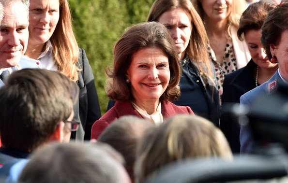 Queen Silvia Visited Silviahemmet's Day Centre In Munich