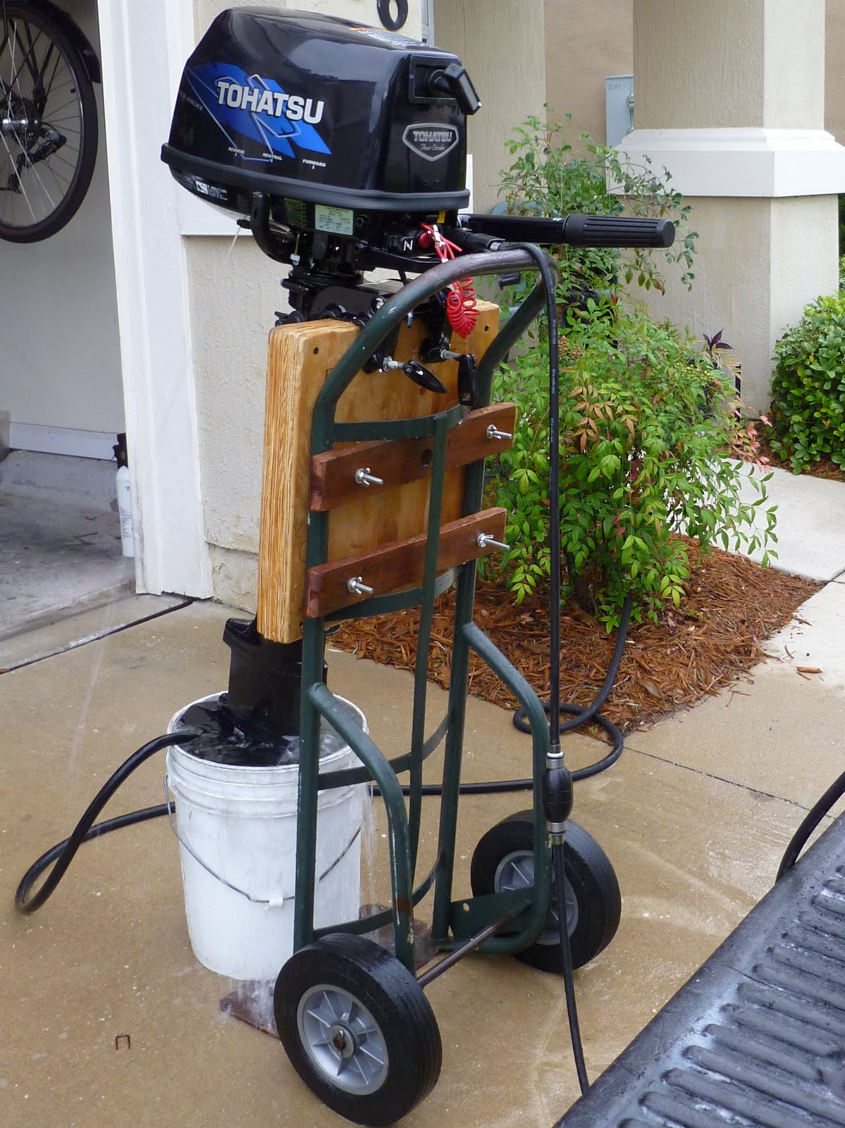 Puny Projects Make Outboard Stand From Hand Truck