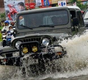 Mobil Mogok Terendam Banjir, Ini Yang Harus Dilkakukan