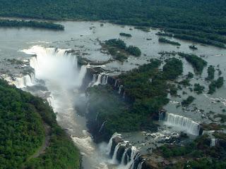https://es.wikipedia.org/wiki/Cataratas_del_Iguaz%C3%BA