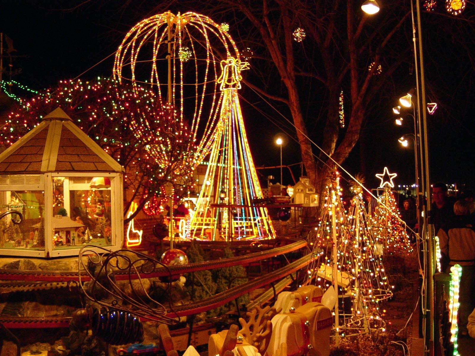 http://2.bp.blogspot.com/-wDhTuwW6Yok/TtMP1bLJcaI/AAAAAAAAEt0/wMvML2w6Lig/s1600/Christmas+Lights+wallpaper+%25286%2529.jpg