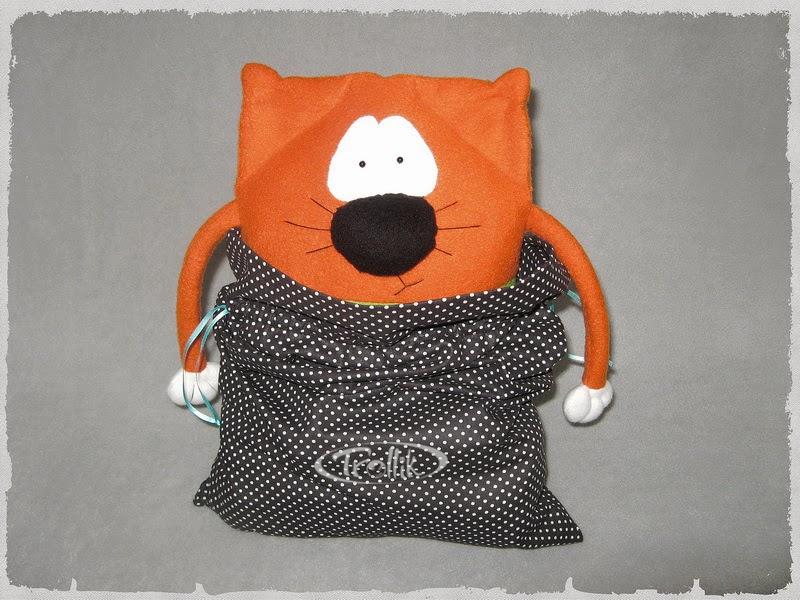 Мягкая игрушка подушка из флиса кот