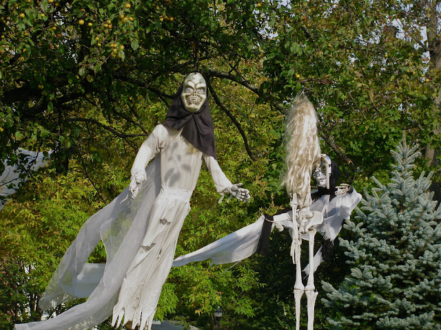 Halloween-Ghosts-in-Garden-City