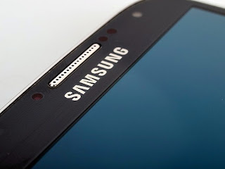 Samsung-Galaxy-S4-Black-Edition-and-S4-mini-Black-version-003
