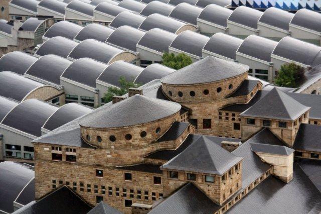 Vistas de tejados del complejo de la Laboral desde la Torre de la Universidad Laboral de Gijon