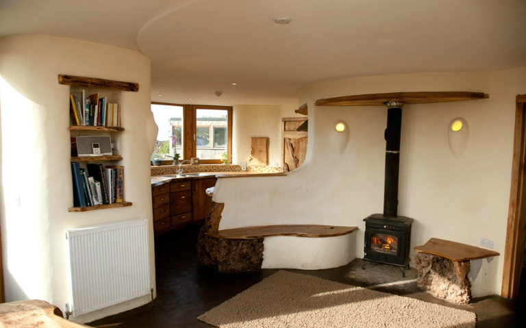 The art of up cycling straw bale house cob house eco - Eco friendly walls for houses ...