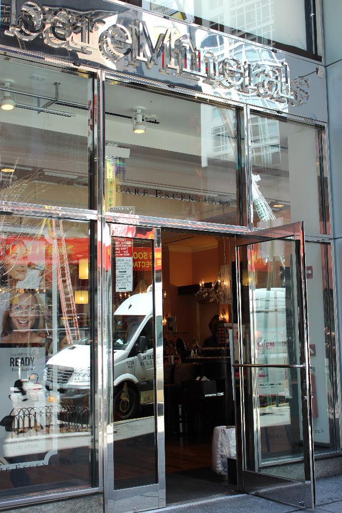 boutique bareMinerals