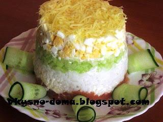 Салат с семгой,огурцом и сыром
