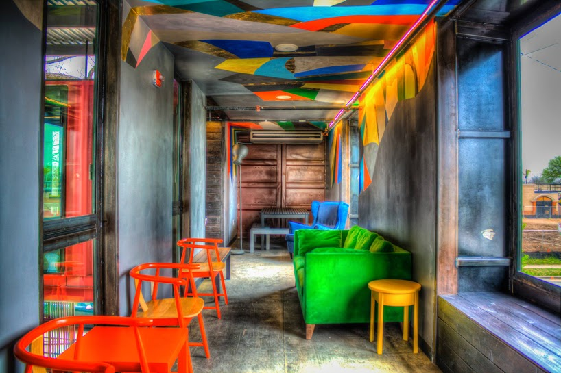 Bar con Contenedores Reciclados
