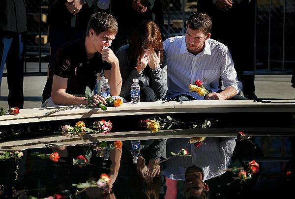 http://2.bp.blogspot.com/-wEgUw4BTSeo/Tm51W06KlqI/AAAAAAAABnw/xhkMzBG7w04/s1600/0911-911-memorial-ceremony.jpg_full_600.jpg