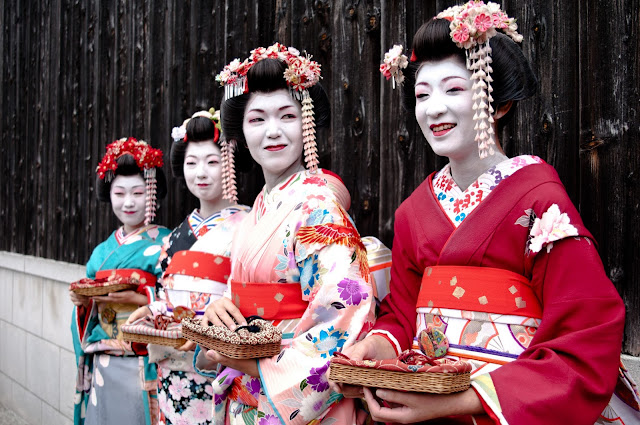 Holiday Fans travel the World RTW -family activities Budget Travel Japanese Culture