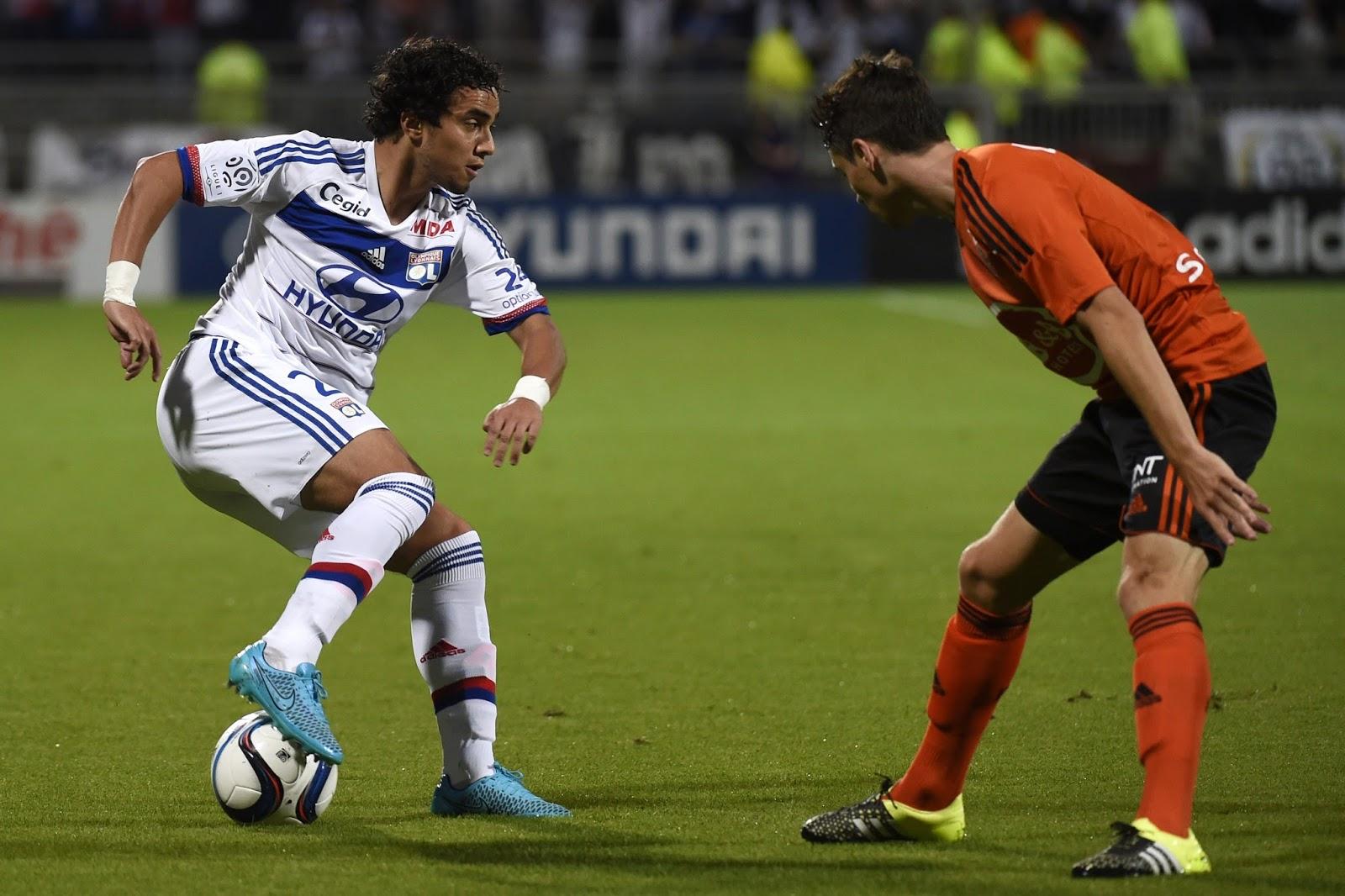 Separado do irmão gêmeo Fábio, que atualmente defende o Cardiff City, Rafael não brilhou em sua estreia pelo Lyon (Foto: Philippe Desmazes/AFP)