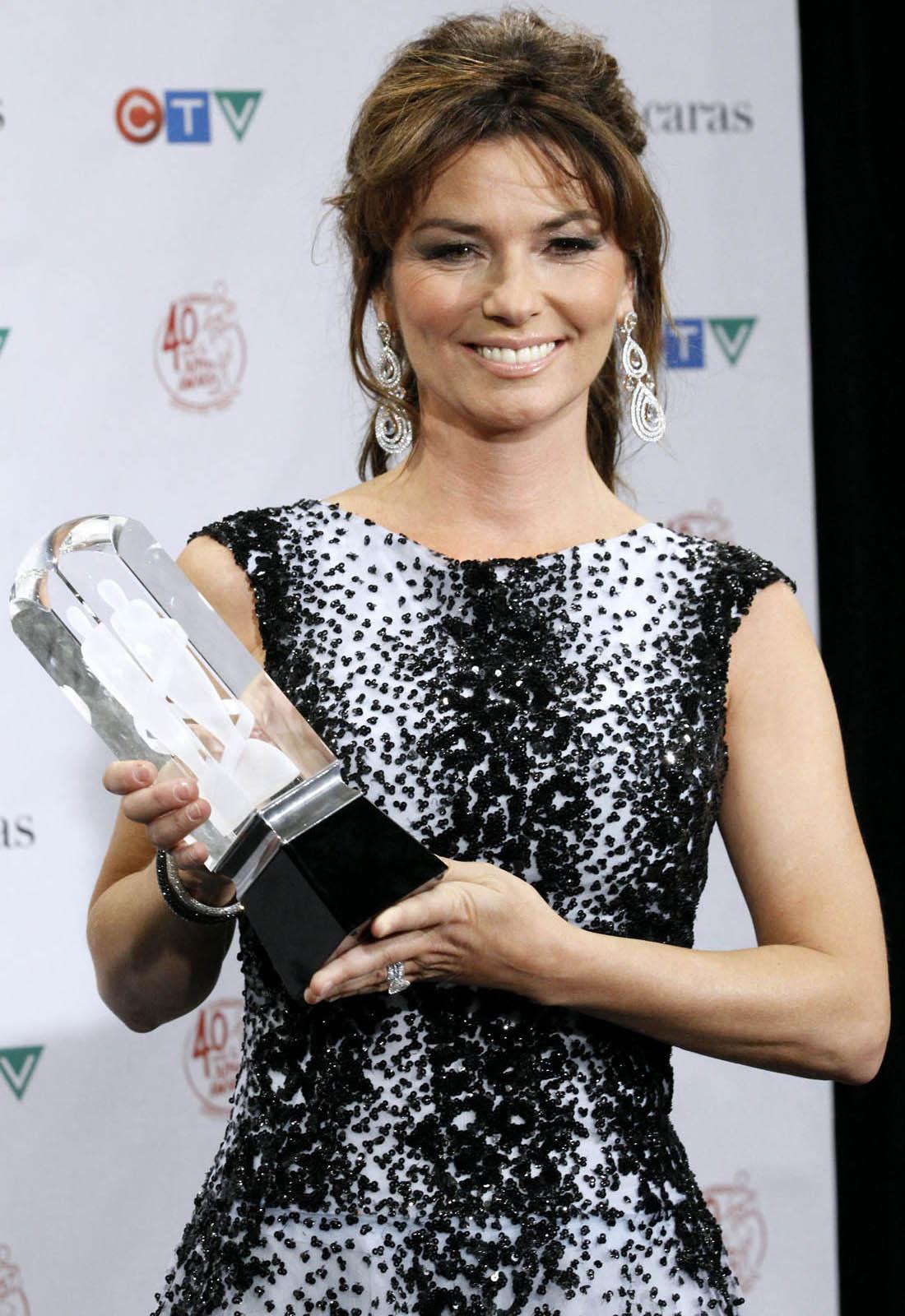 http://2.bp.blogspot.com/-wF-iOVihbGk/TZFoFXPrVsI/AAAAAAAACiA/WFCLZpvqNms/s1600/shania_twain_juno_awards.jpg