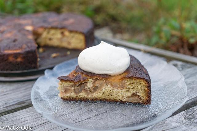 äppelkaka med vaniljgrädde