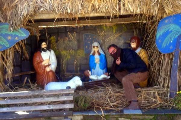 Καστοριανός ''τζιχαντιστής'' πήγε να ''κλέψει'' το θείο βρέφος από την φάτνη!!! (Φώτο)
