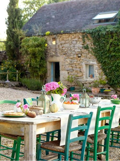 Comedor con sillas de colores el taller de la brocha y for Sillas azules comedor