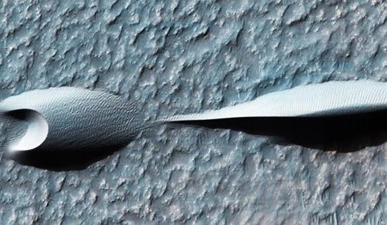 Bukit Pasir yang Aneh Terlihat di Permukaan Planet Mars