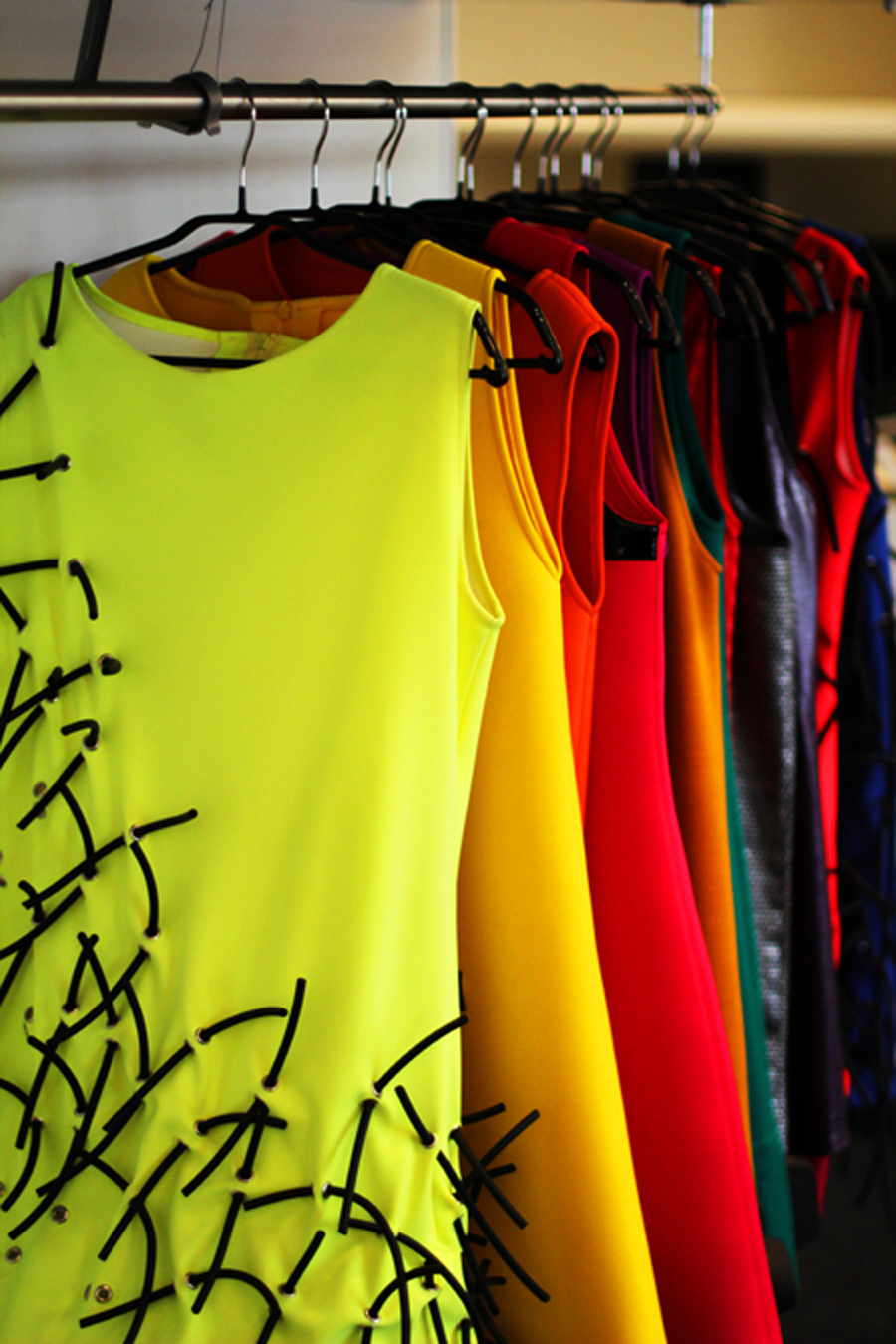 neon kleider paris fashion