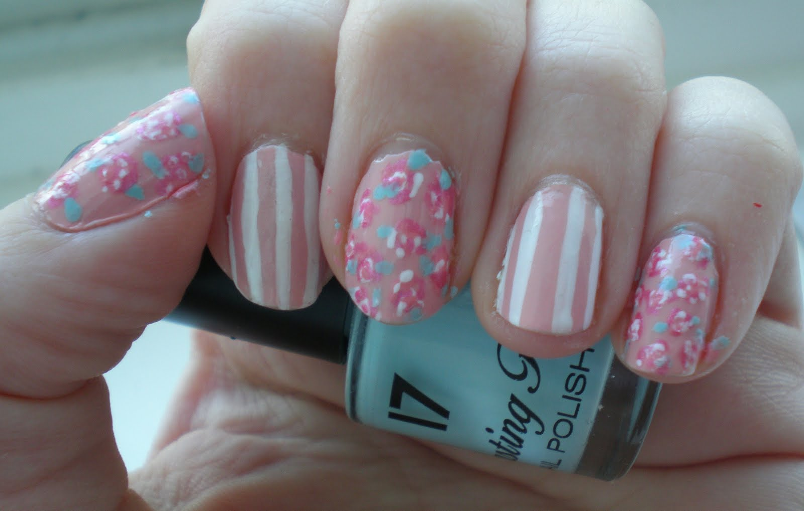 The Sleepy Magpie: Floral and striped nails - Nail art attempt #3!