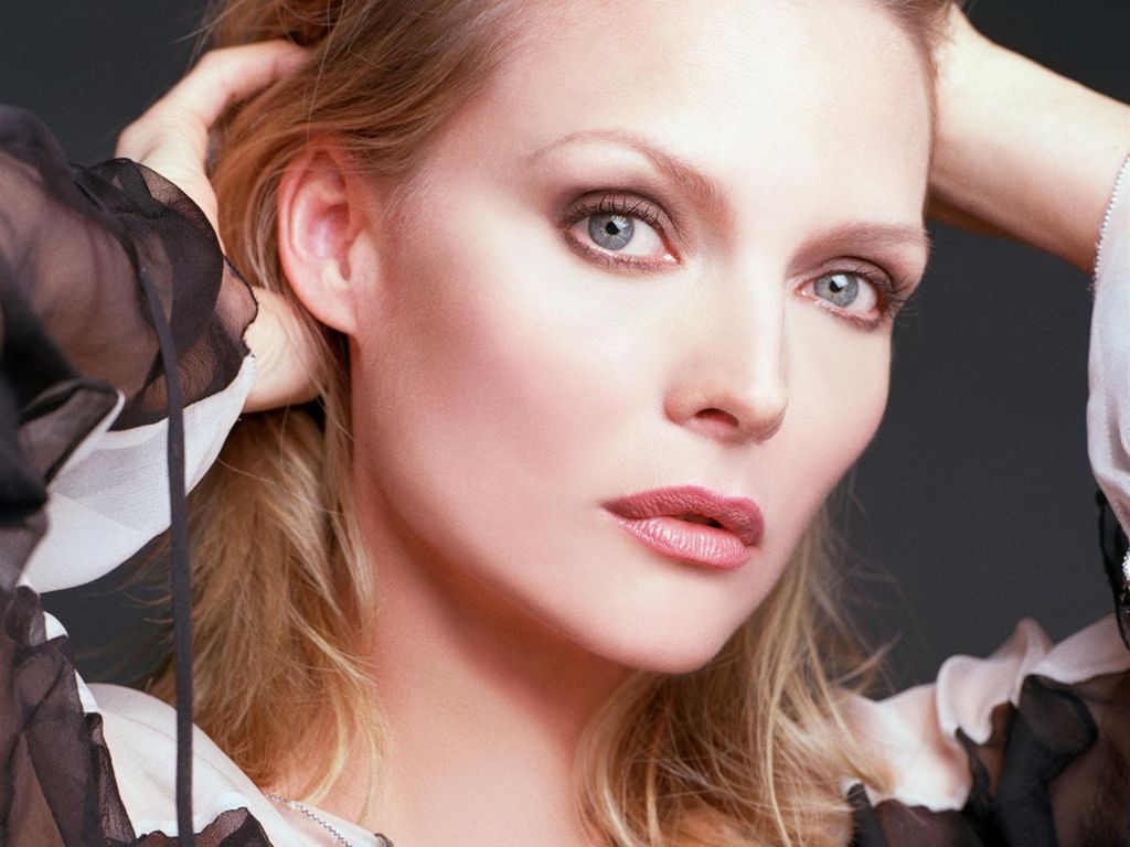 Michelle Pfeiffer Enjoy As We Look Back At Michelle Pfeiffer S Career