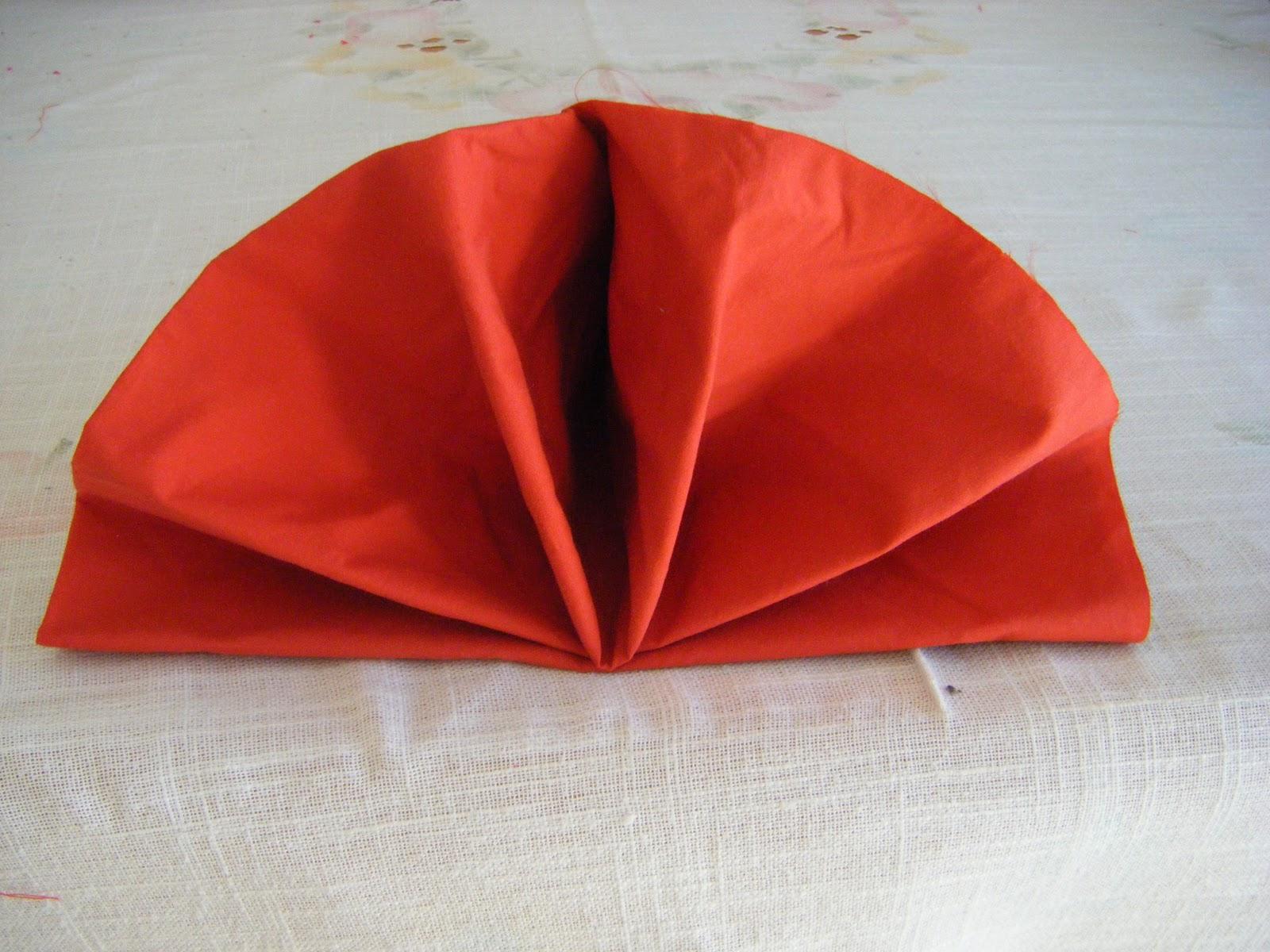 Come piegare i tovaglioli in modo decorativo il - Decorazioni con fazzoletti di carta ...
