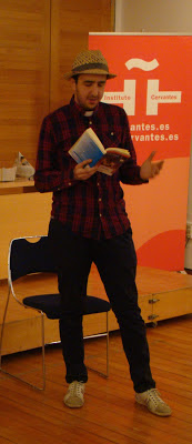 Abdi interpretando un personaje de El Quijote