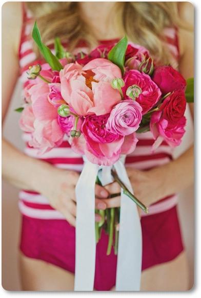 brudbukett pion ranunkler rosa cerise, wedding bouquet peony ranunculus hot pink