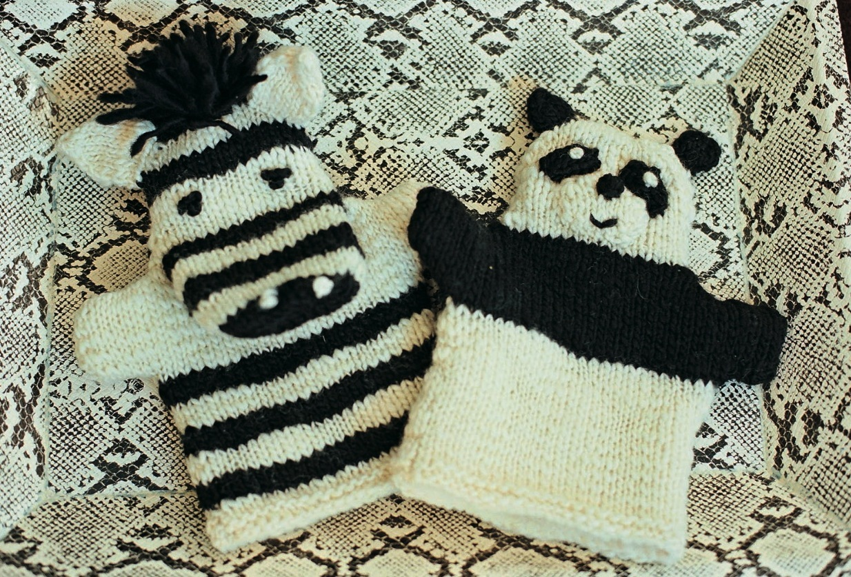 Cable Mittens Knitting Pattern : The Mermaids Purse: Glove Puppet Knitting Patterns and Tutorials