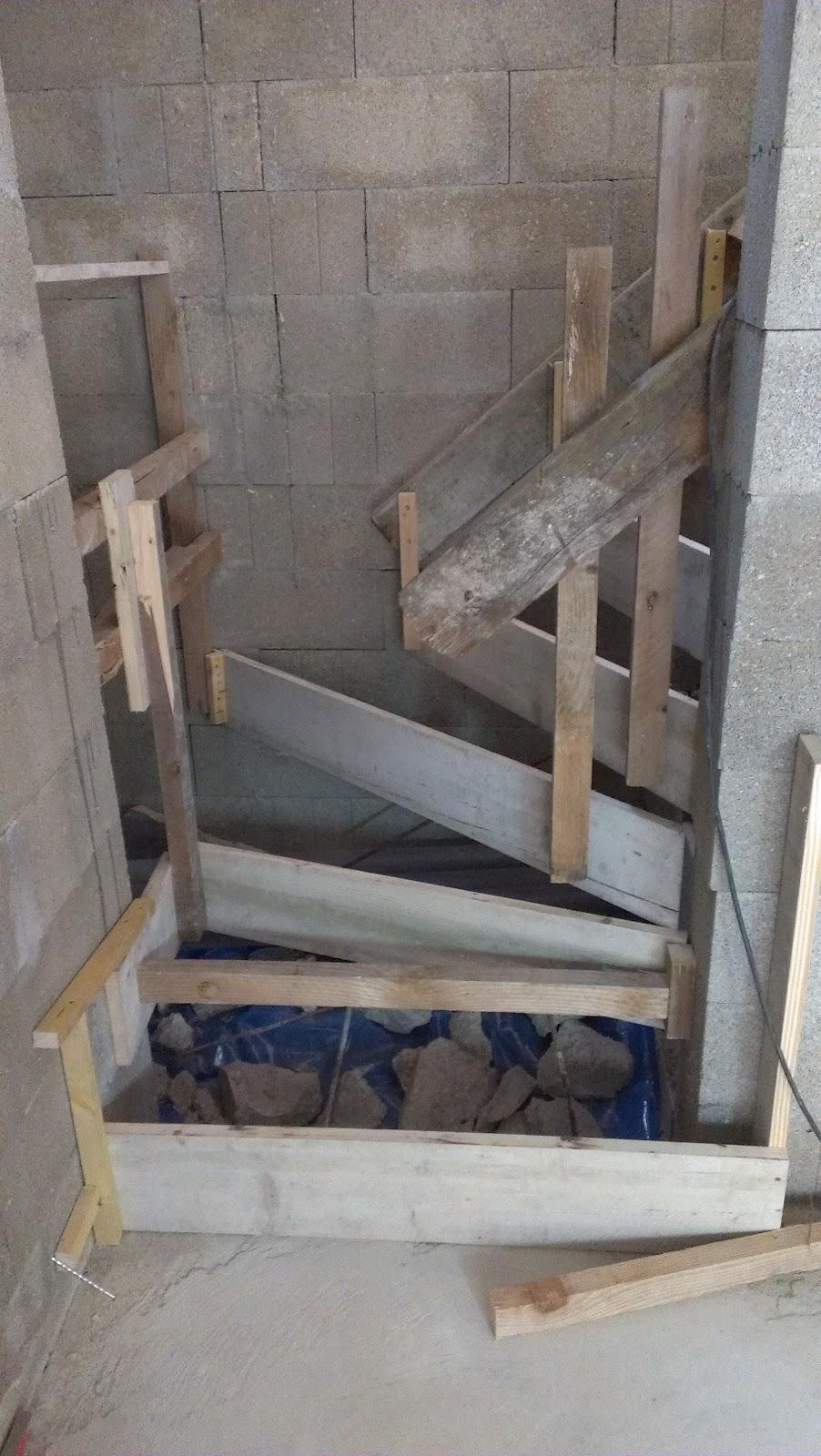 Chronique d 39 une construction de maison en paille ossature bois dans la marne la paille pour - Coffrage escalier beton quart tournant ...