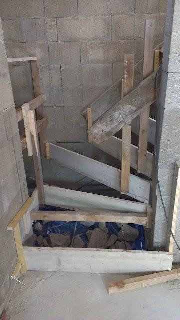 Chronique d 39 une construction de maison en paille ossature bois dans la ma - Coffrage escalier beton quart tournant ...