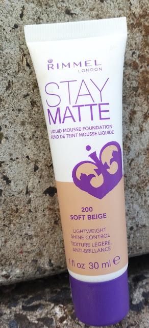 W poszukiwaniu podkładu idealnego 1 | Rimmel Stay Matte | 200 Soft Beige