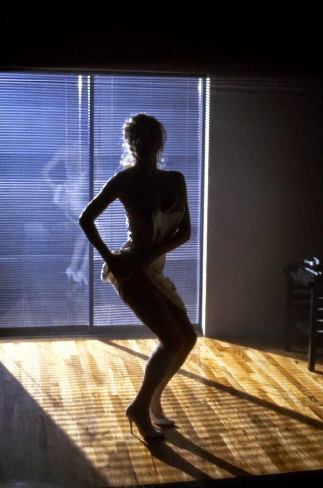 Kim Basinger_9 i1/2 tygodnia_Mugler_Innocent