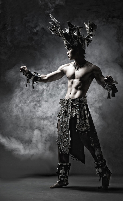 Truong Nam Thanh with National Costume - Manhunt International Contest 2011