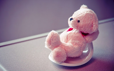 Gambar Wallpaper Teddy Bear Santai