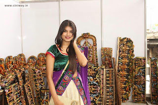 Isha-Chawla-at-Silk-of-India-Exhibition