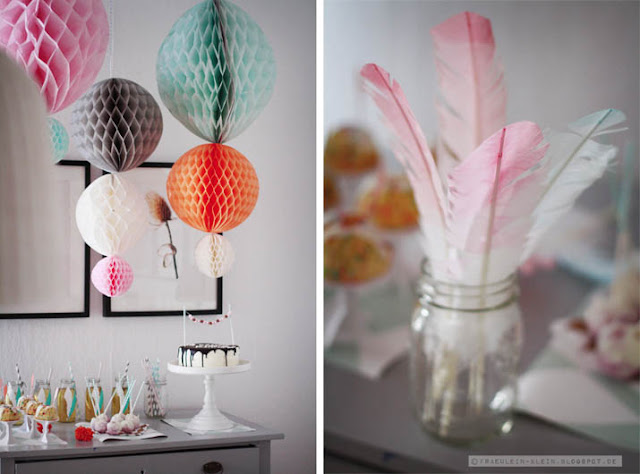decoración de mesas dulces con bolas de papel nido de abeja