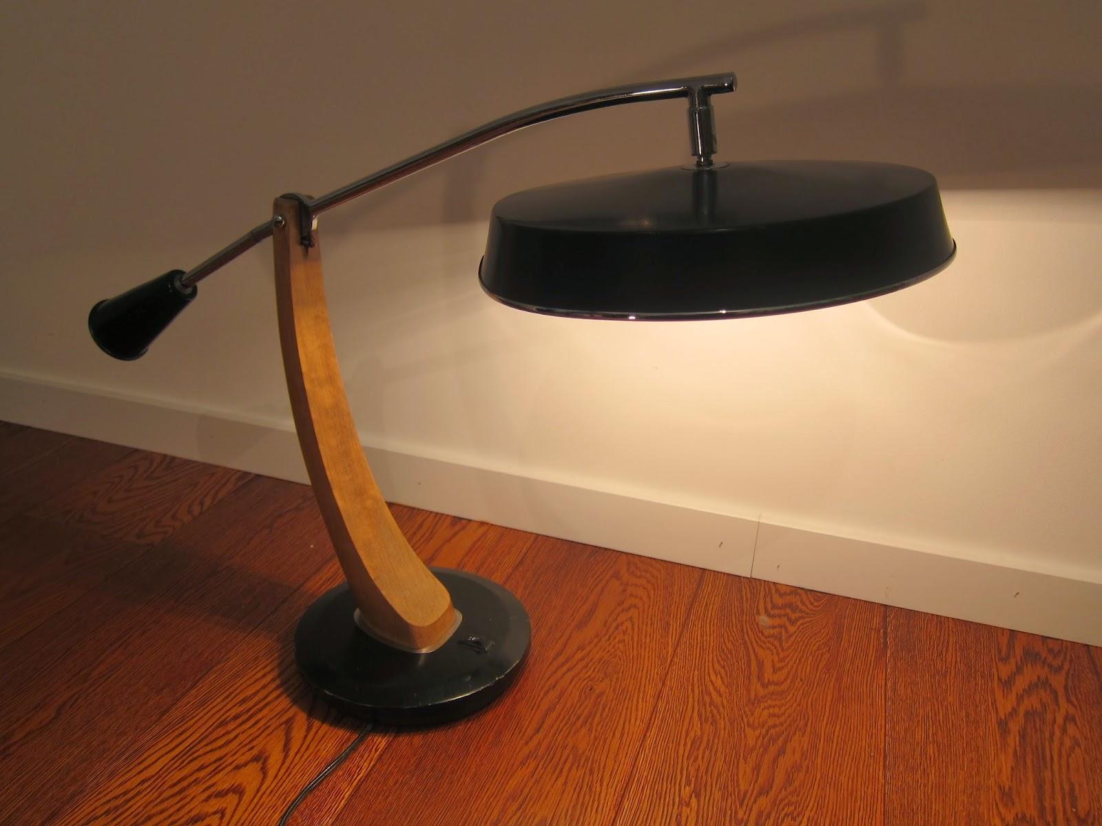 Lampe de bureau fase mod le el pendulo 50 39 s - Lampe pipistrello prix ...