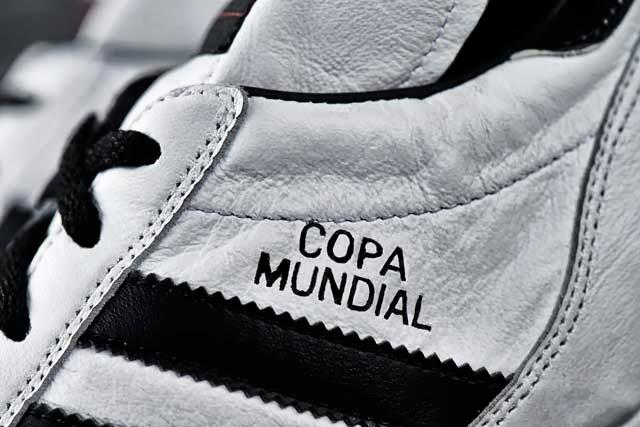 Esta edición especial en color blanco de los Copa Mundial saldrá a la venta  mañana 1 de octubre y se podrá conseguir en www.adidas.com football y en  otras ... 56b412da53f3e