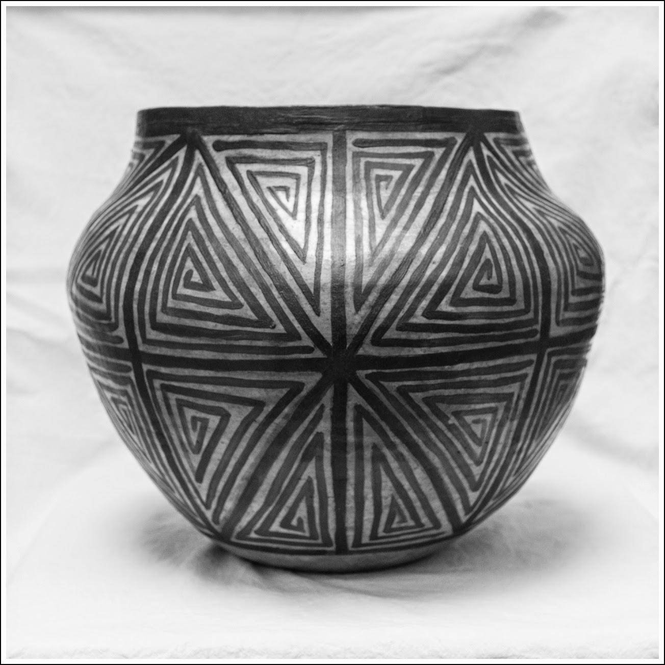 Vasija inspirada en culturas alfareras del desierto Norte Americano.